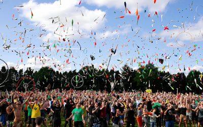 De evenementensector, de wellnesscentra en de kermissen hervat-ten op 1 juli.