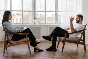 zelfstandigen die getroffen zijn door de crisis zullen recht hebben op gratis sessies psycholoog