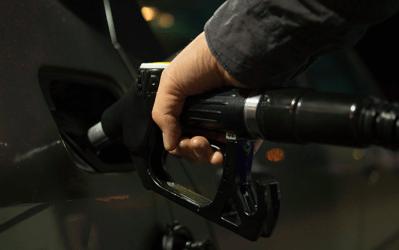 Stijging van de brandstofprijzen : SDZ vraagt de volledige fiscale aftrekbaarheid van de brandstofkosten voor zelfstandigen en KMO's